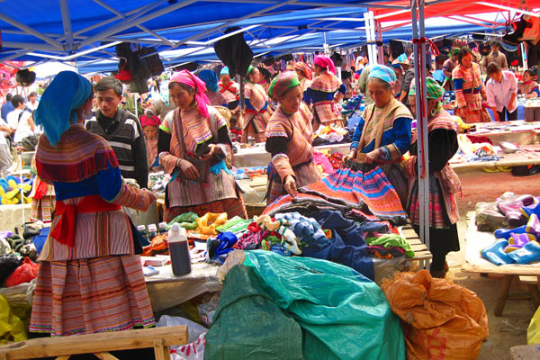 Sapa Tour by Bus from Hanoi with Bac ha Market